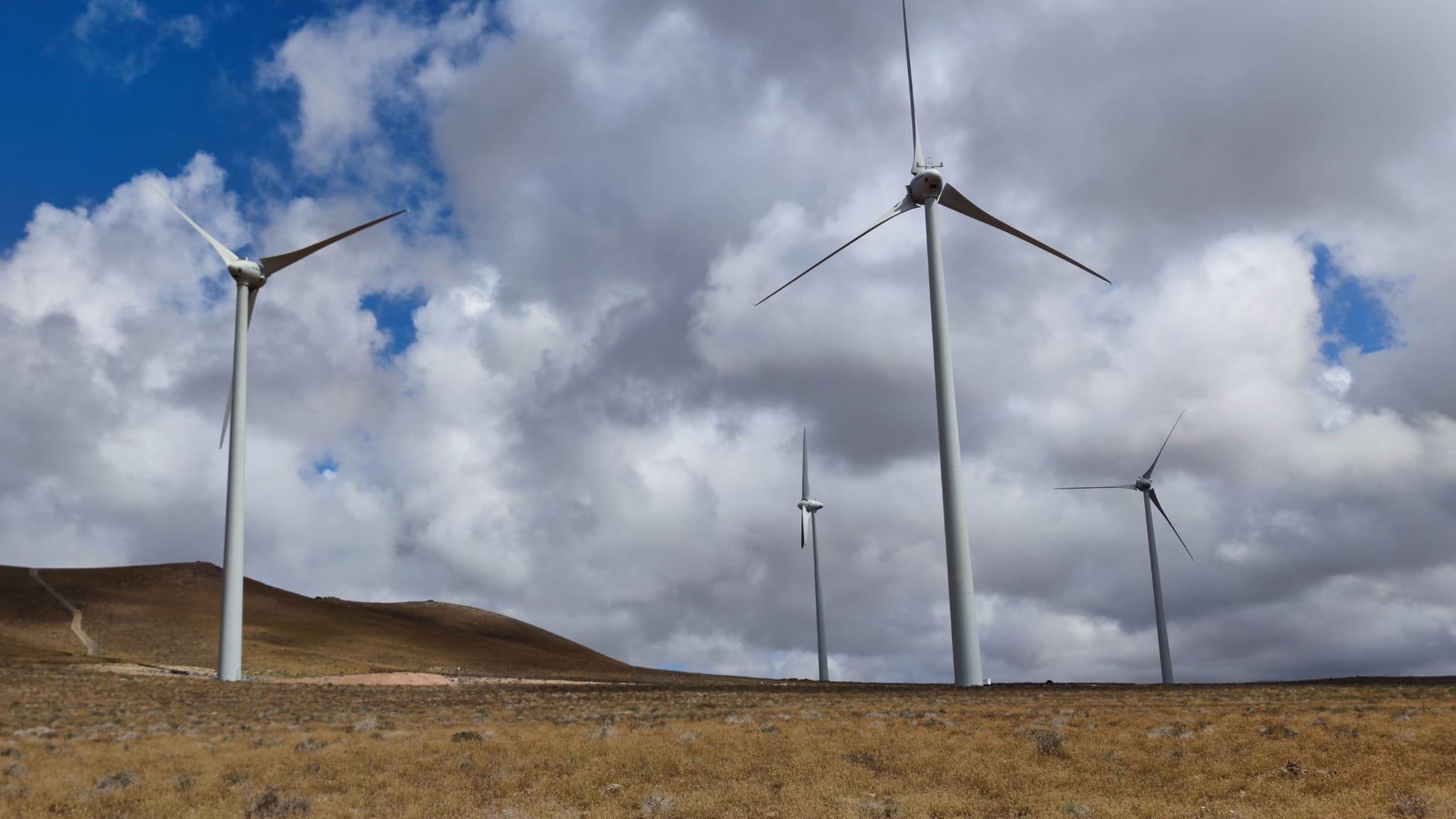 Los cuatro aerogeneradores del Parque Eólico Arrecife comienzan a producir energía