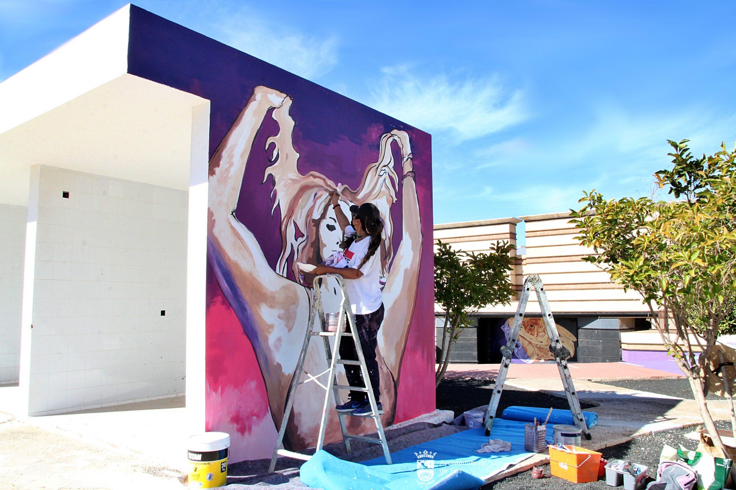 Tías participa en las actividades del ICI contra la gordofobia con tres murales