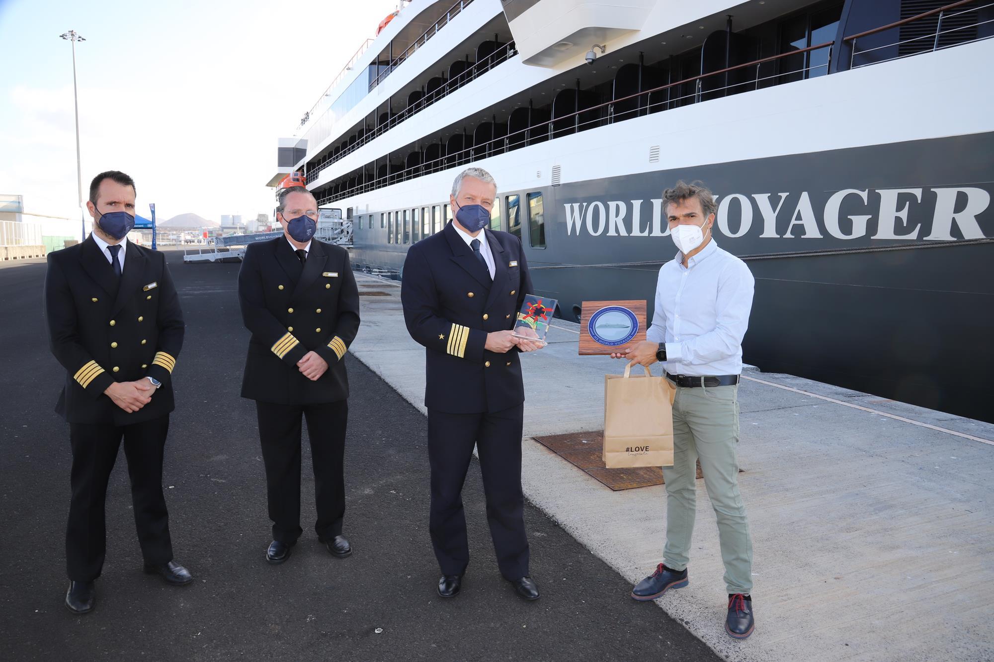 El crucero de lujo 'World Voyager' recala por primera vez en Lanzarote