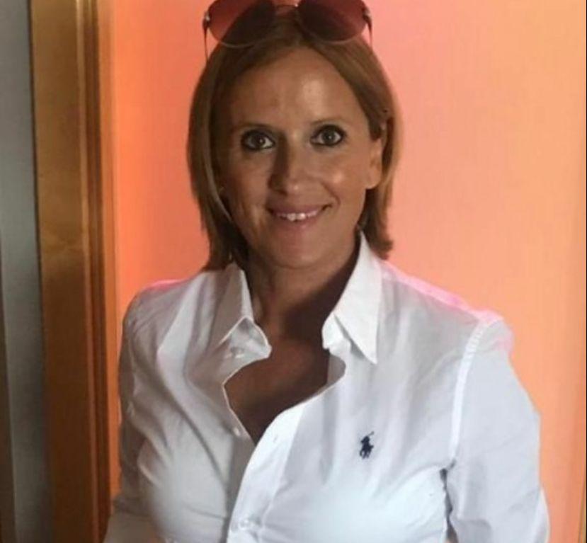 """Mararía recibe la recaudación por la venta de la obra """"Desde mi bañera"""" con destino al Banco de Alimentos"""