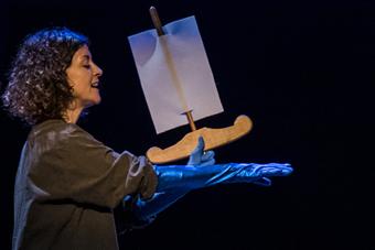 Escolares grancanarios descubren en el Cuyás la leyenda de 'Orfeo' reinterpretada por La Canica Teatro