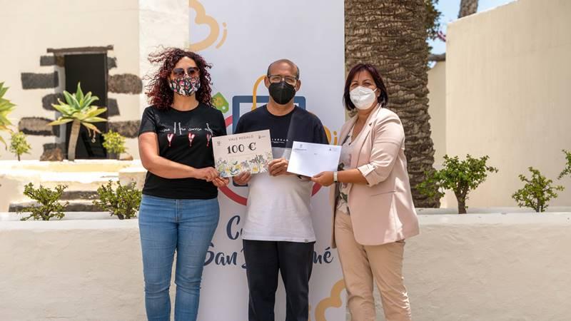 San Bartolomé hace entrega de los premios a los ganadores de la campaña por el Día de la Madre