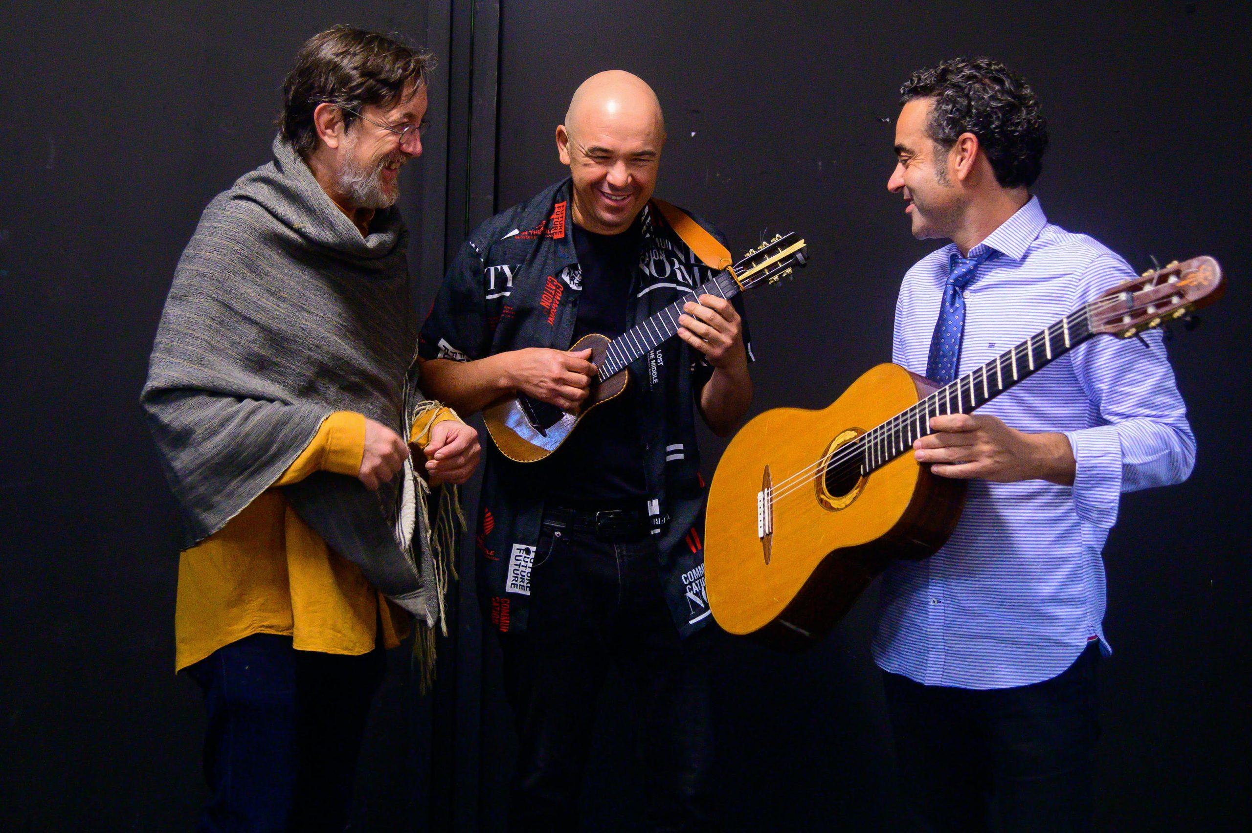"""Música Alexis Lemes y Javier Infante con Javier Colina en el Teatro Víctor Fernández Gopar """"El Salinero"""""""