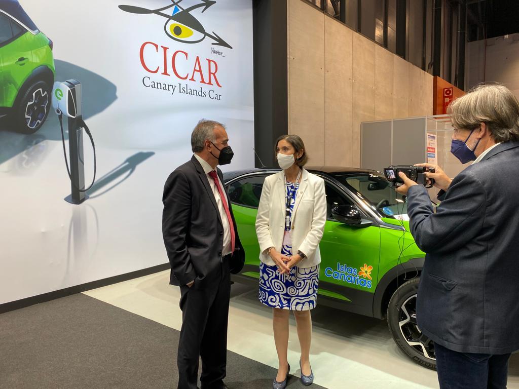 La ministra de Turismo conoce la app de la Audio-guía de las Islas Canarias de CICAR