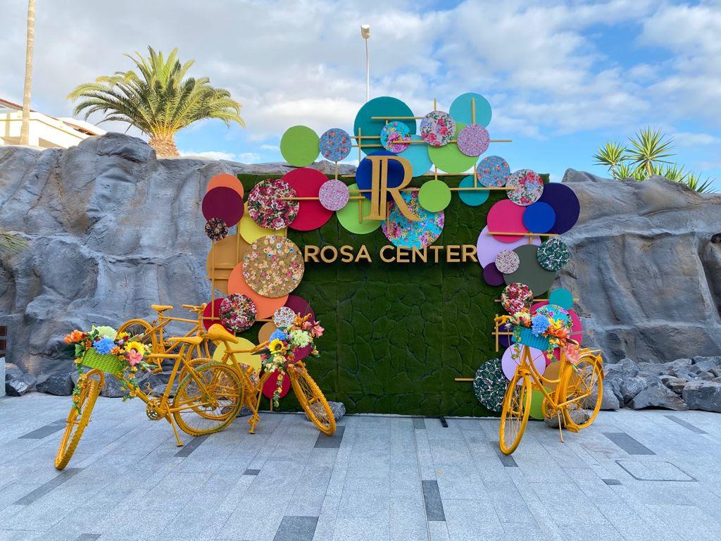 El Centro Comercial Rosa Center crea un divertido y veraniego espacio selfie para sus visitantes