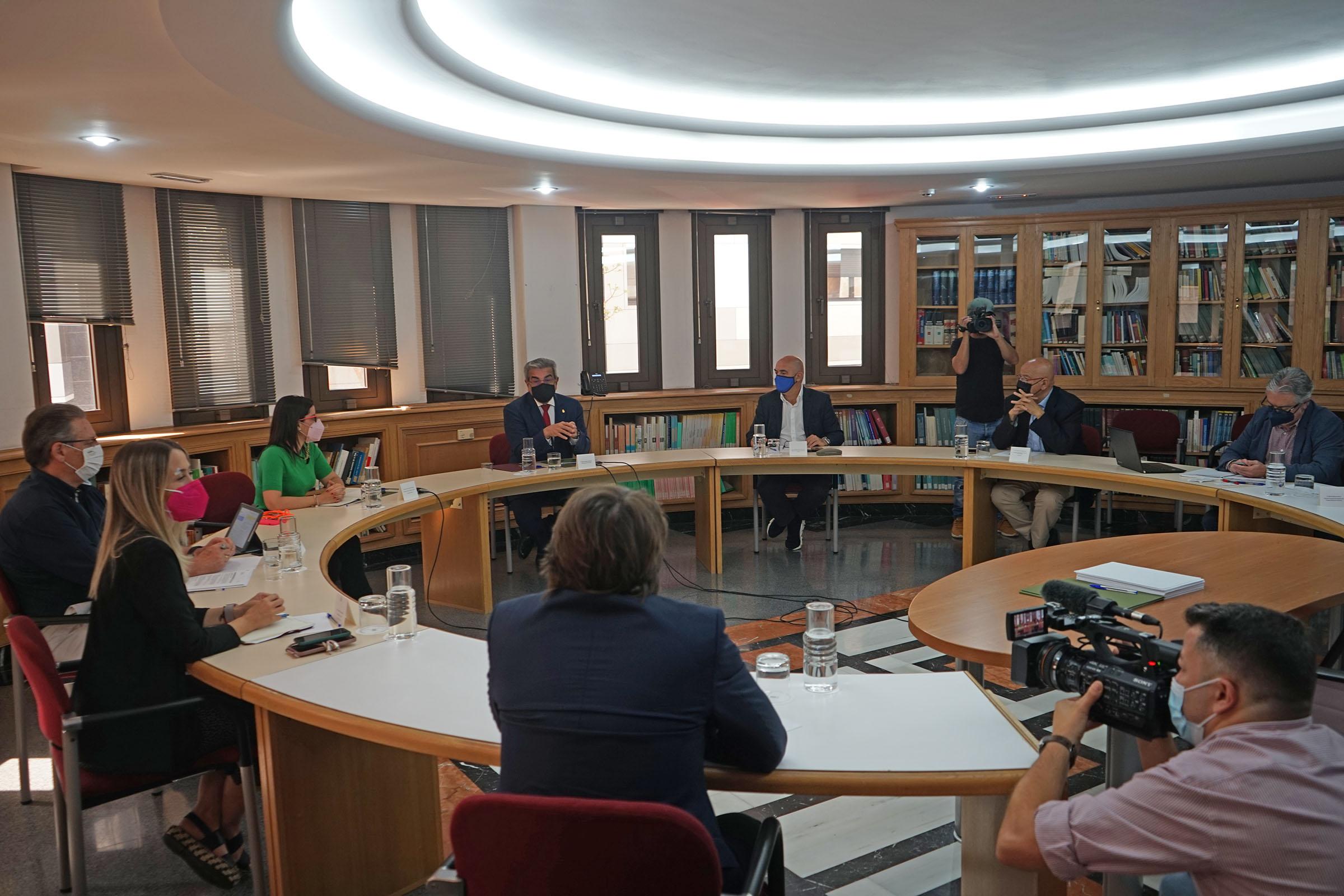 El Gobierno pacta con las patronales la reprogramación de los 80 millones de euros de ayudas para el turismo