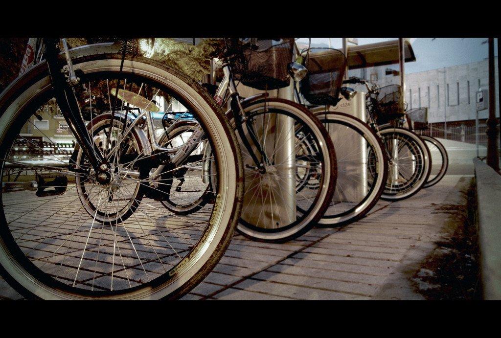 Arrecife dota de aparcamientos para bicicletas a todos los colegios y las playas de Arrecife