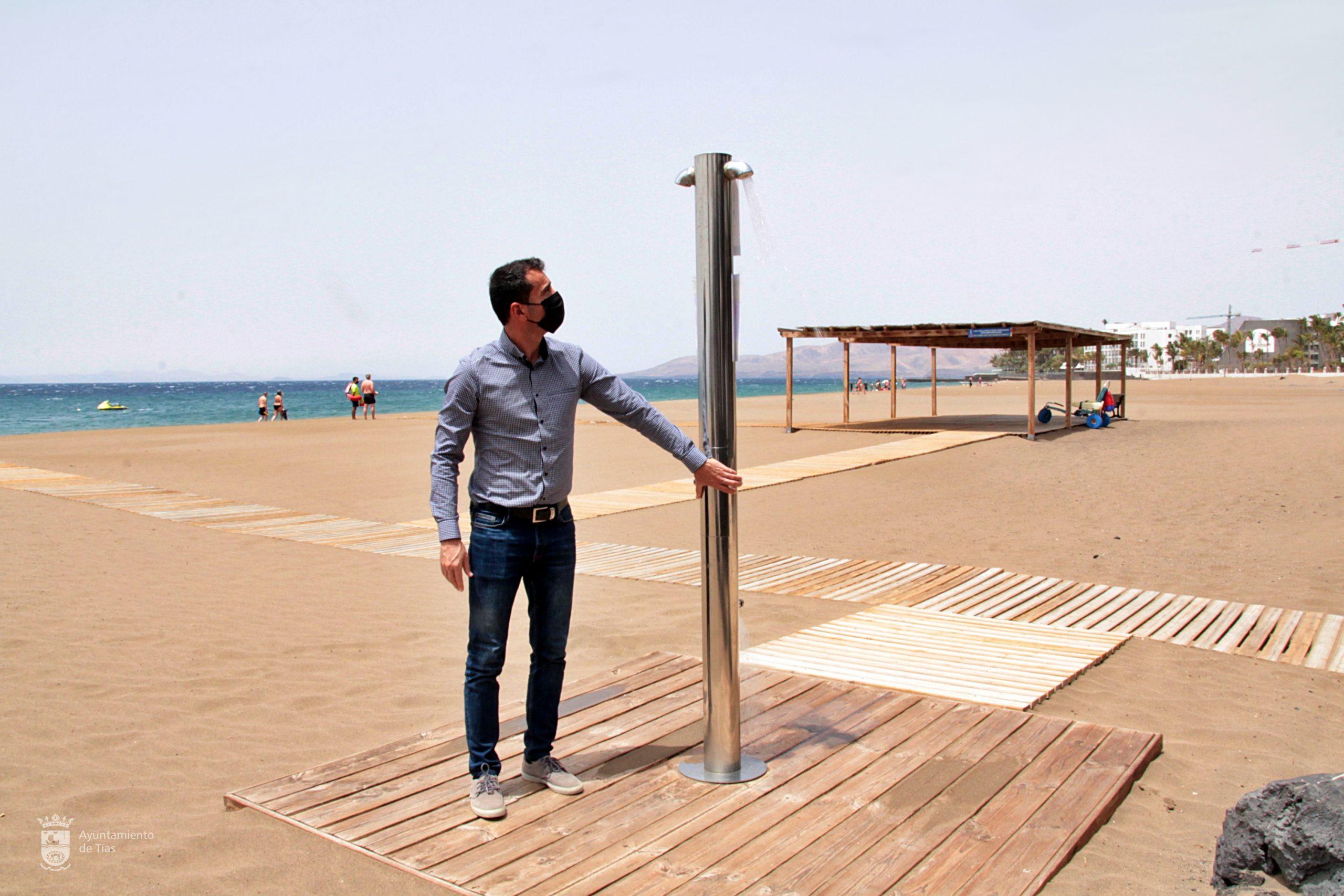 El Ayuntamiento de Tías, a partir de hoy, realiza la reapertura de los servicios de baños en las playas del municipio