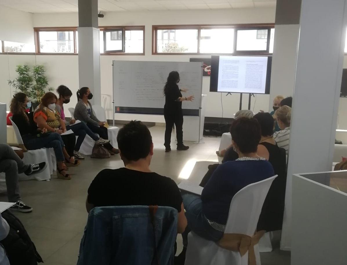 El Cabildo imparte formación para atender a víctimas de violencia de género que han desarrollado adicciones