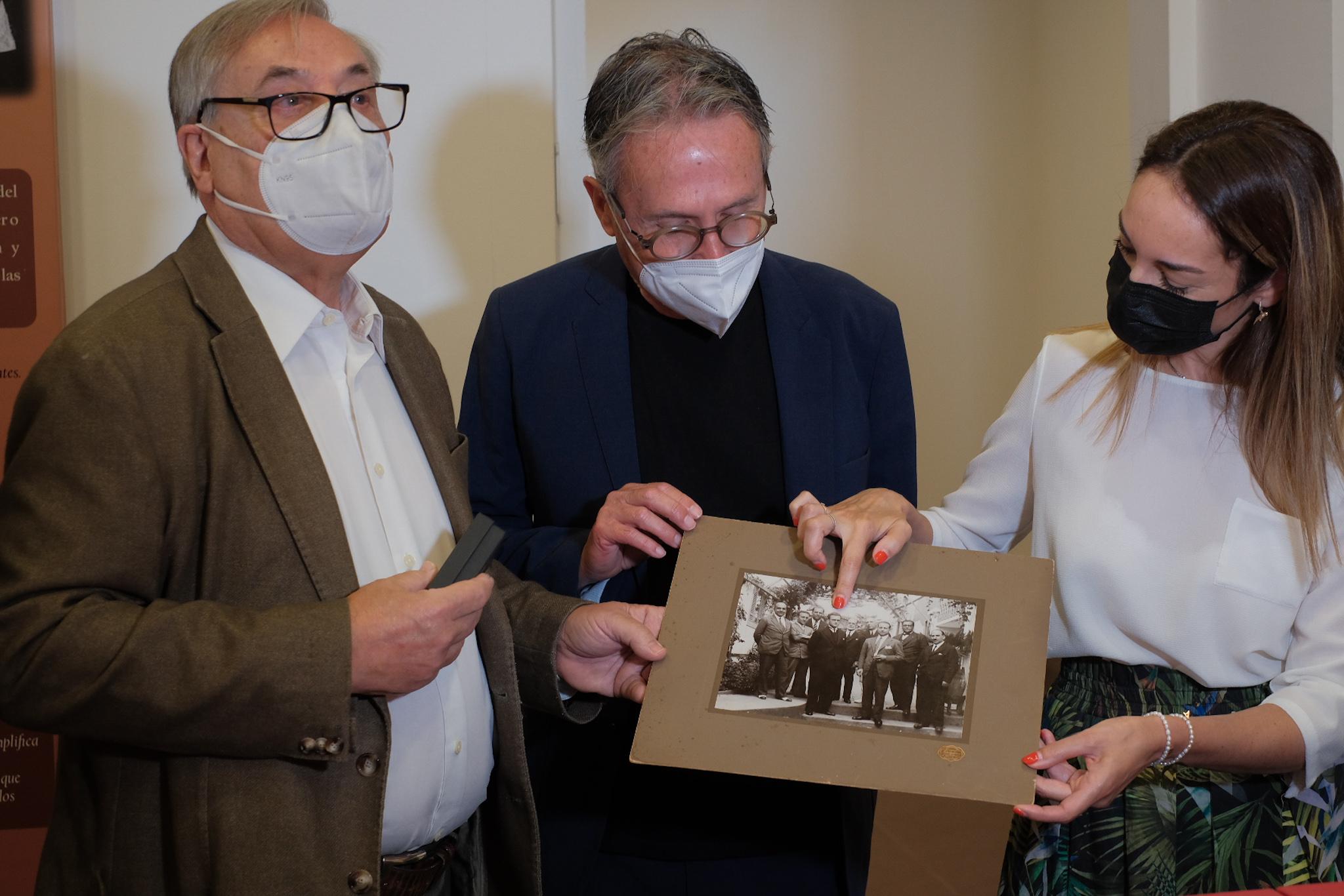 El Cabildo entrega a la Fundación Juan Negrín más de 4.000 piezas digitalizadas y catalogadas del fondo documental del ex alcalde republicano Nicolás Díaz Saavedra