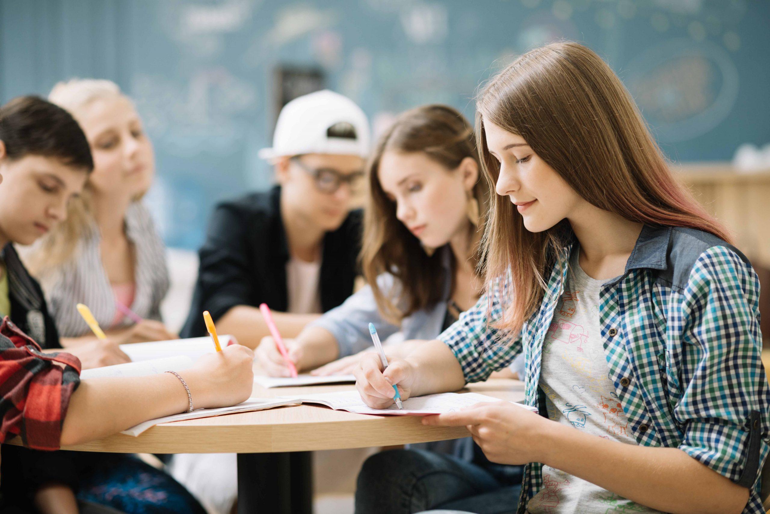 El 48 % de los adolescentes afirma que migraría si hubiese nacido en un país con menos oportunidades que España