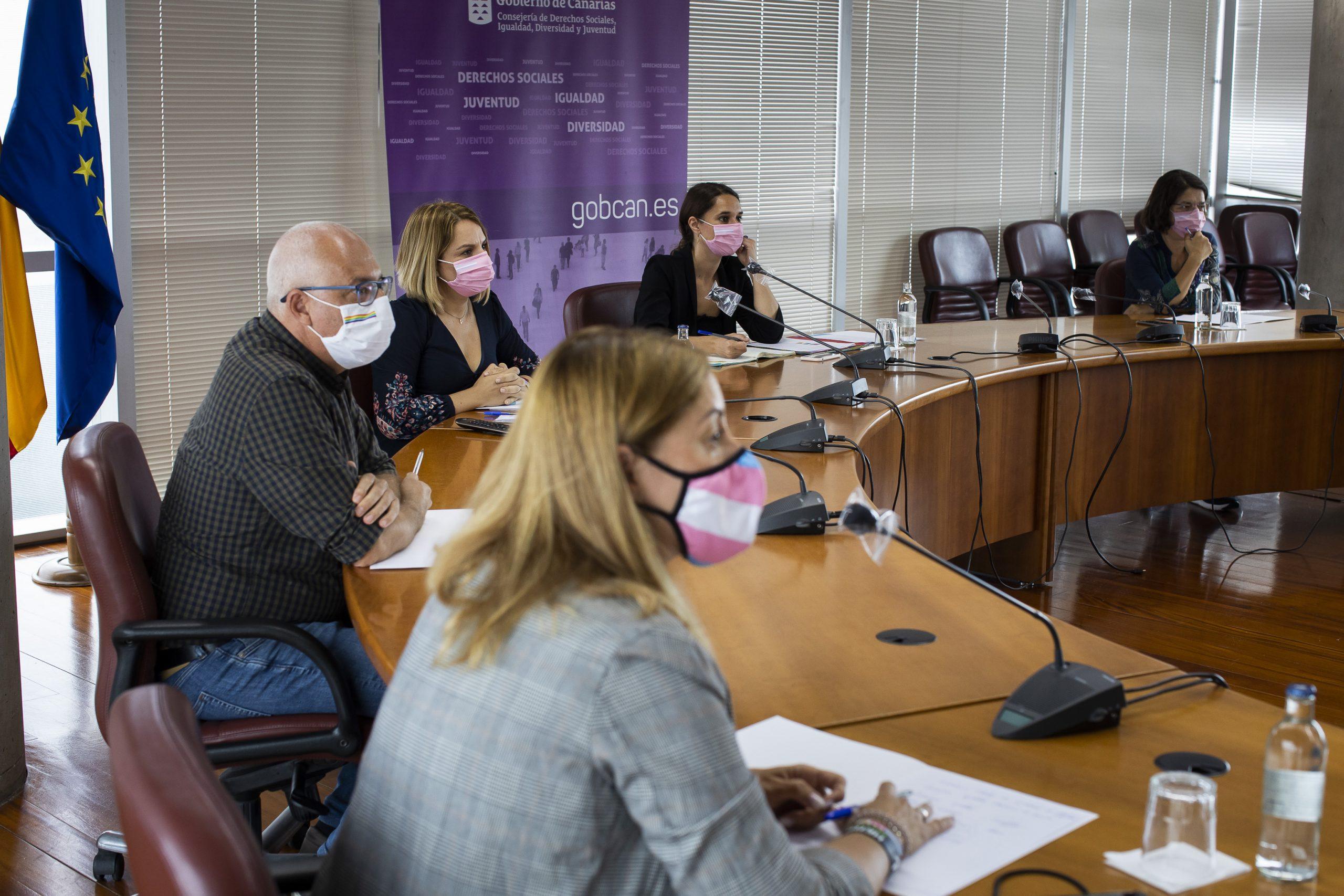 Noelia Vera y Noemí Santana analizan con los colectivos LGTBI canarios la reciente aprobación de la Ley Trans