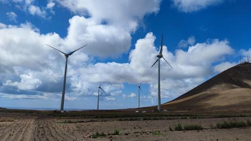 El Cabildo de Lanzarote y el Ayuntamiento de Tías firman un convenio para la implantación de energías renovables