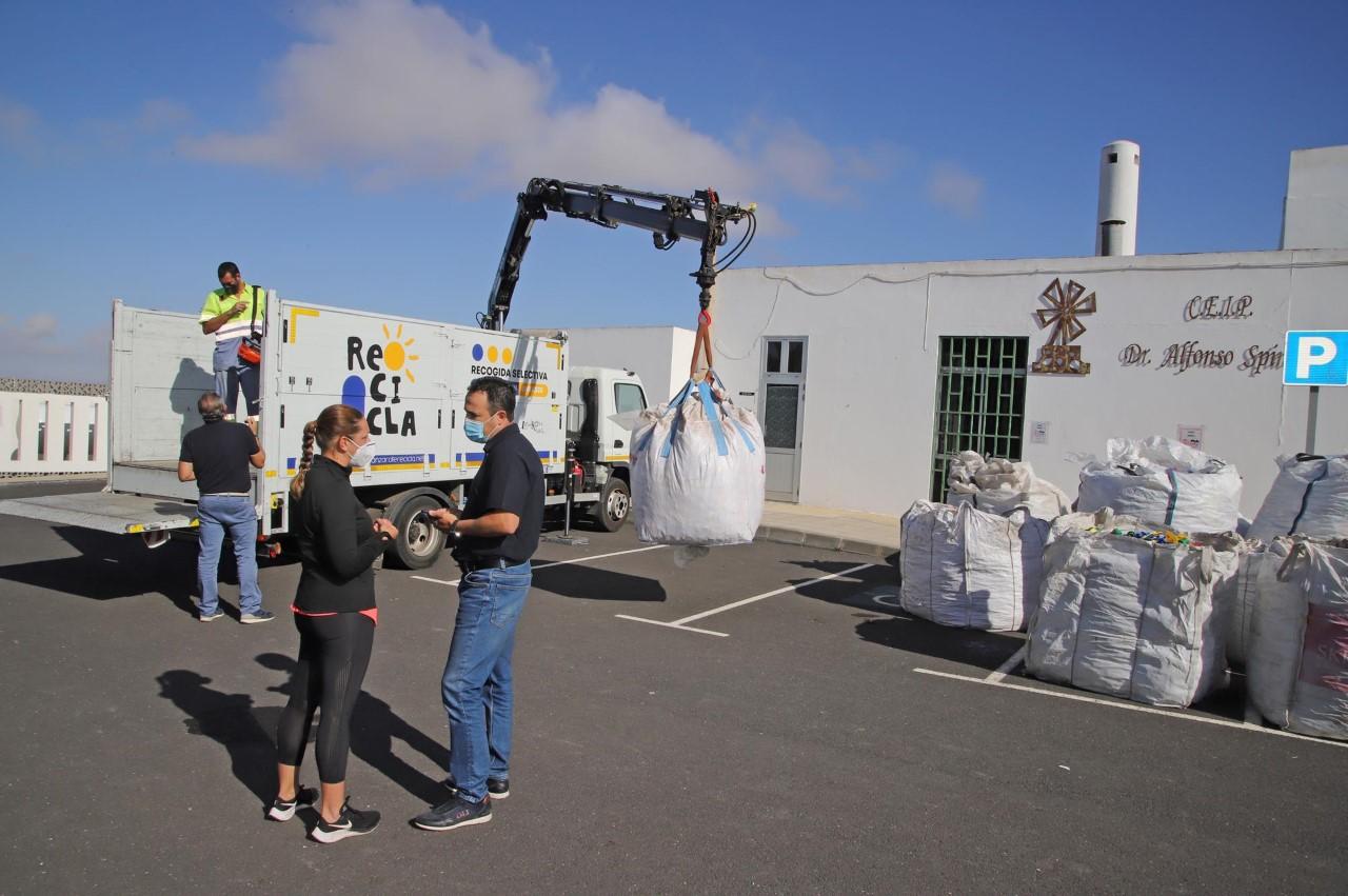 El Cabildo lleva a cabo la campaña 'Tapones Solidarios' para promover acciones sociales a través del reciclaje en centros educativos de Lanzarote