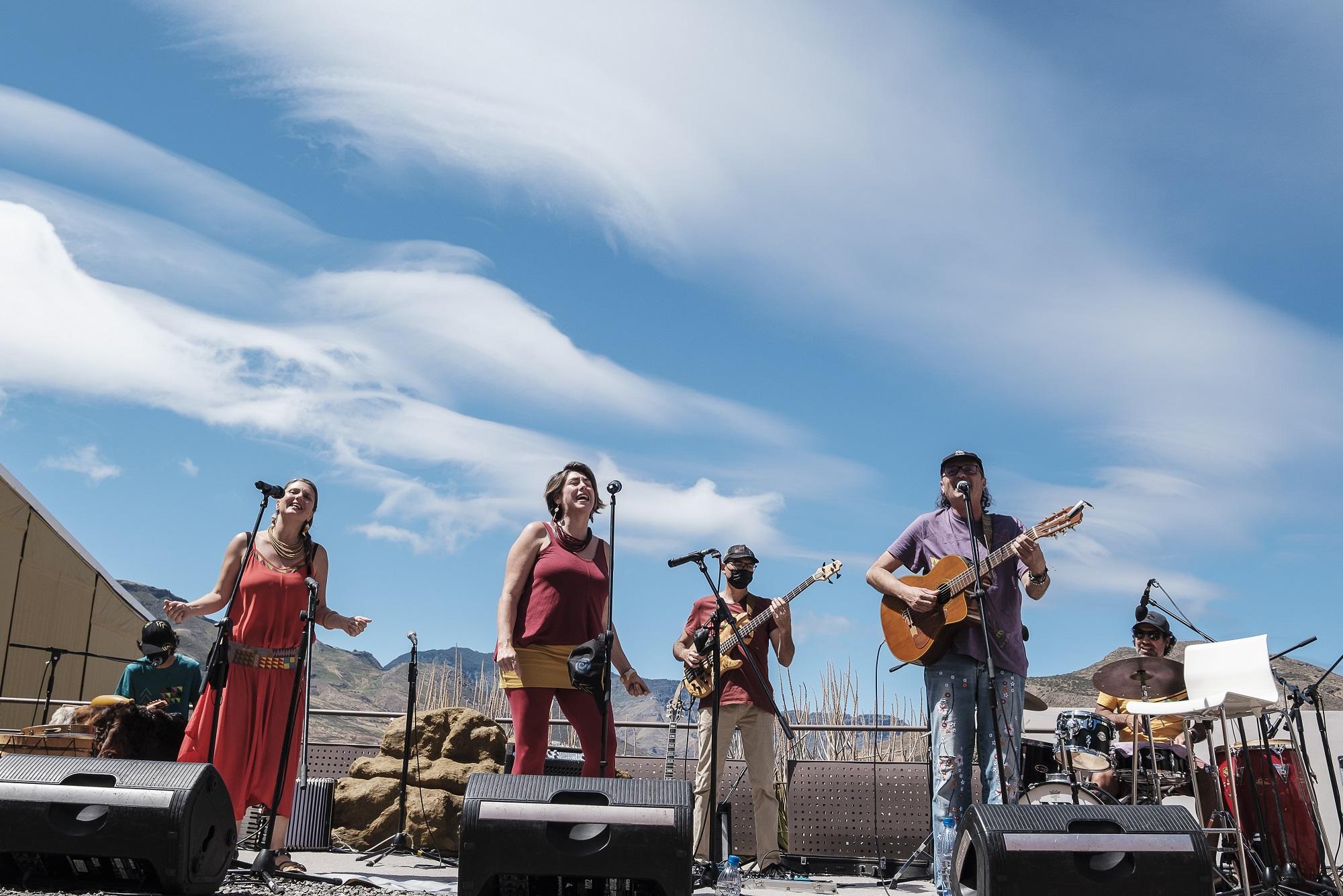 El grupo Jarea y Arístides Moreno ofrecen un concierto familiar con temas originales compuestos para Cueva Pintada
