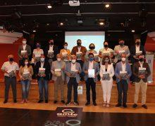 Tías entrega el libro `El Volcán del Turismo' a los municipios turísticos de la AMTC