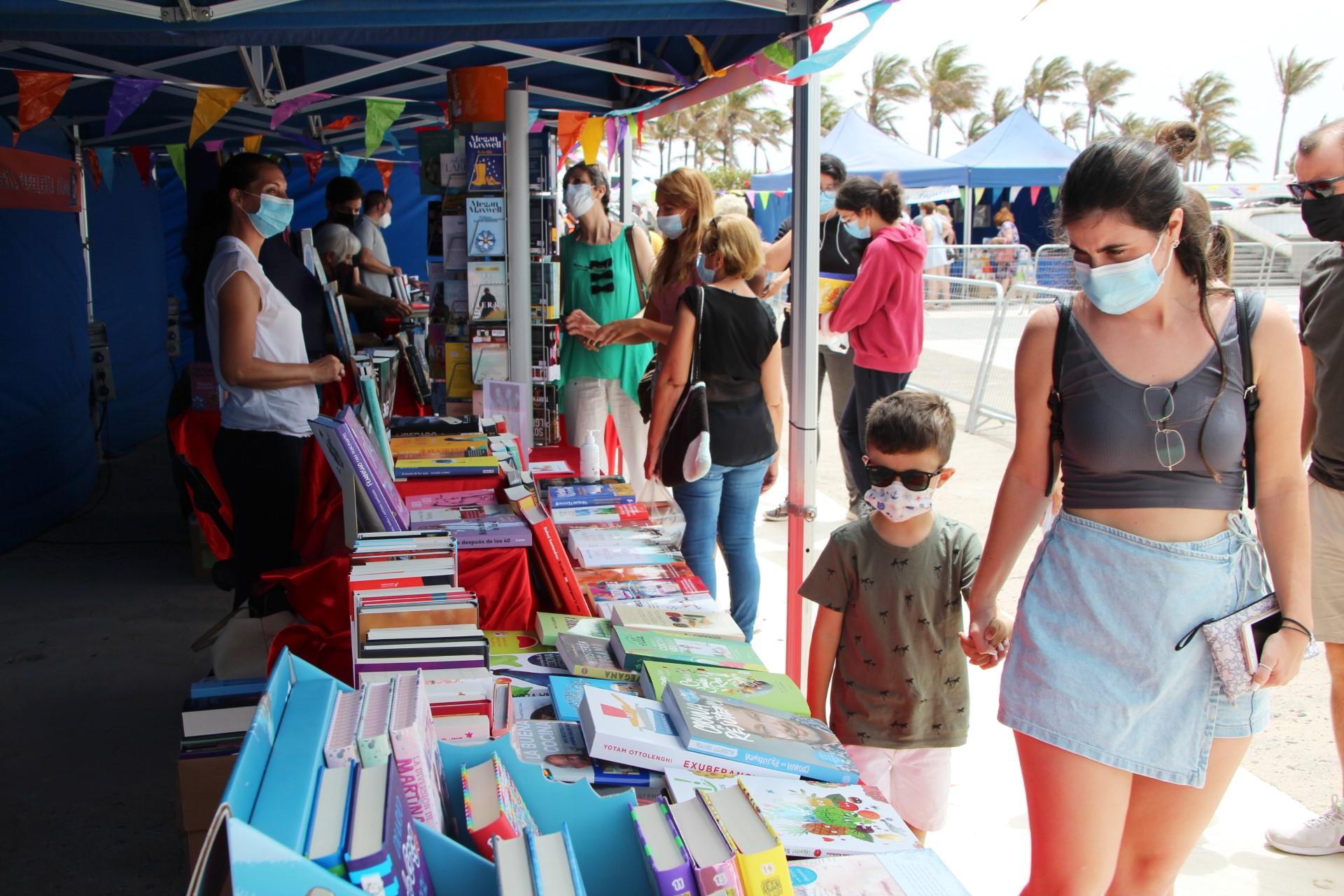 Playa Blanca da espacio a las letras respetando el protocolo frente a la pandemia