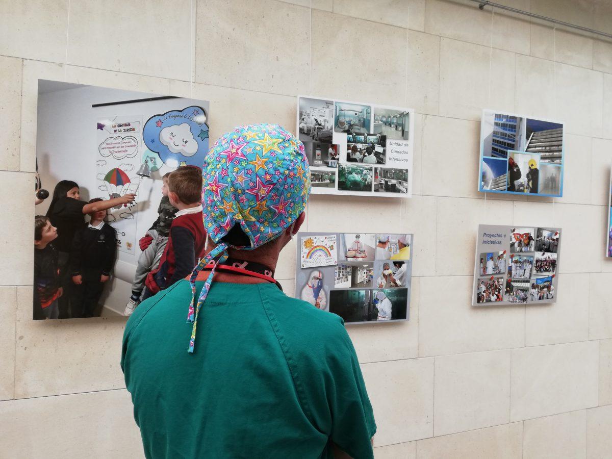 El HUC acoge una exposición de fotografías por su 50 aniversario