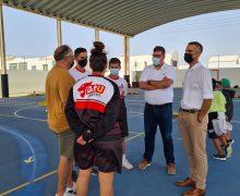 El alcalde y concejal de deportes visitan el Campus de Fútbol del San Bartolomé y el Campamento de Baloncesto Grubati que se desarrollan en el municipio