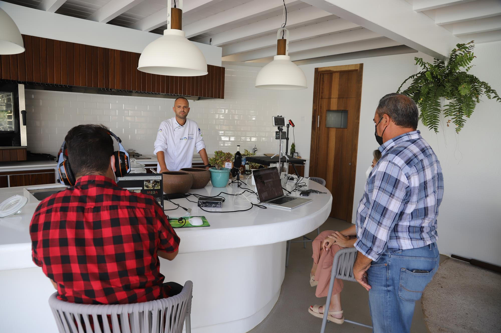 Las papas arrugadas, los vinos DO Lanzarote, los quesos de AQUAL, la sal de Janubio, los mojos y el gofio también protagonizaron el show cooking virtual organizado por Saborea España y la OET de Lisboa