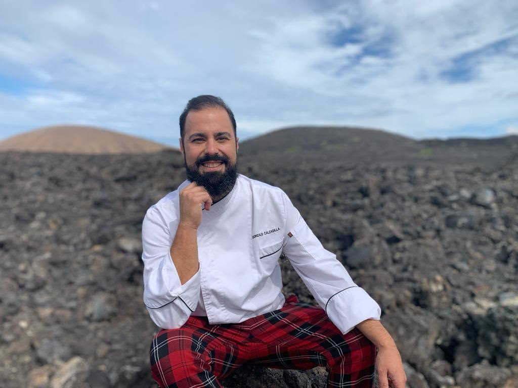 """Gonzalo Calzadilla (Isla de Lobos, Lanzarote) y José Alberto Díaz (El Sitio, La Palma) exploran la declinación de la gran lubina atlántica en el III """"Canarias BrotherFood Aquanaria"""", en el hotel Fariones de Lanzarote"""
