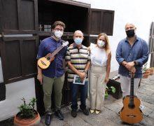 La Villa de Teguise acogió un nuevo concierto de timple y guitarra de dos artistas canarios