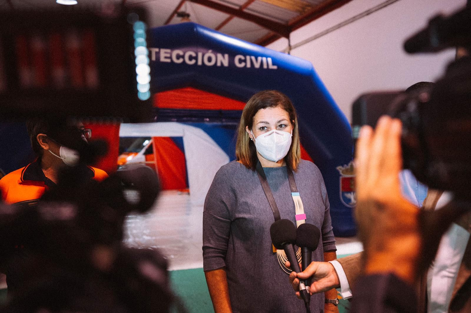La alcaldesa de Arrecife, Astrid Pérez, abre desde hoy un punto solidario con los vecinos de La Palma
