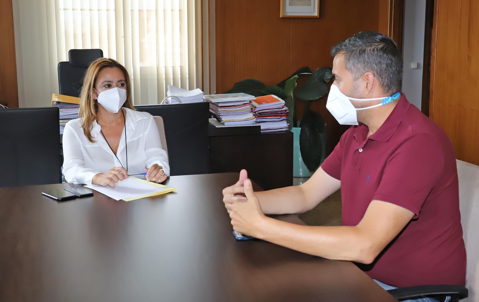 El Cabildo habilita un centro logístico para ayudar a los damnificados por la erupción de La Palma