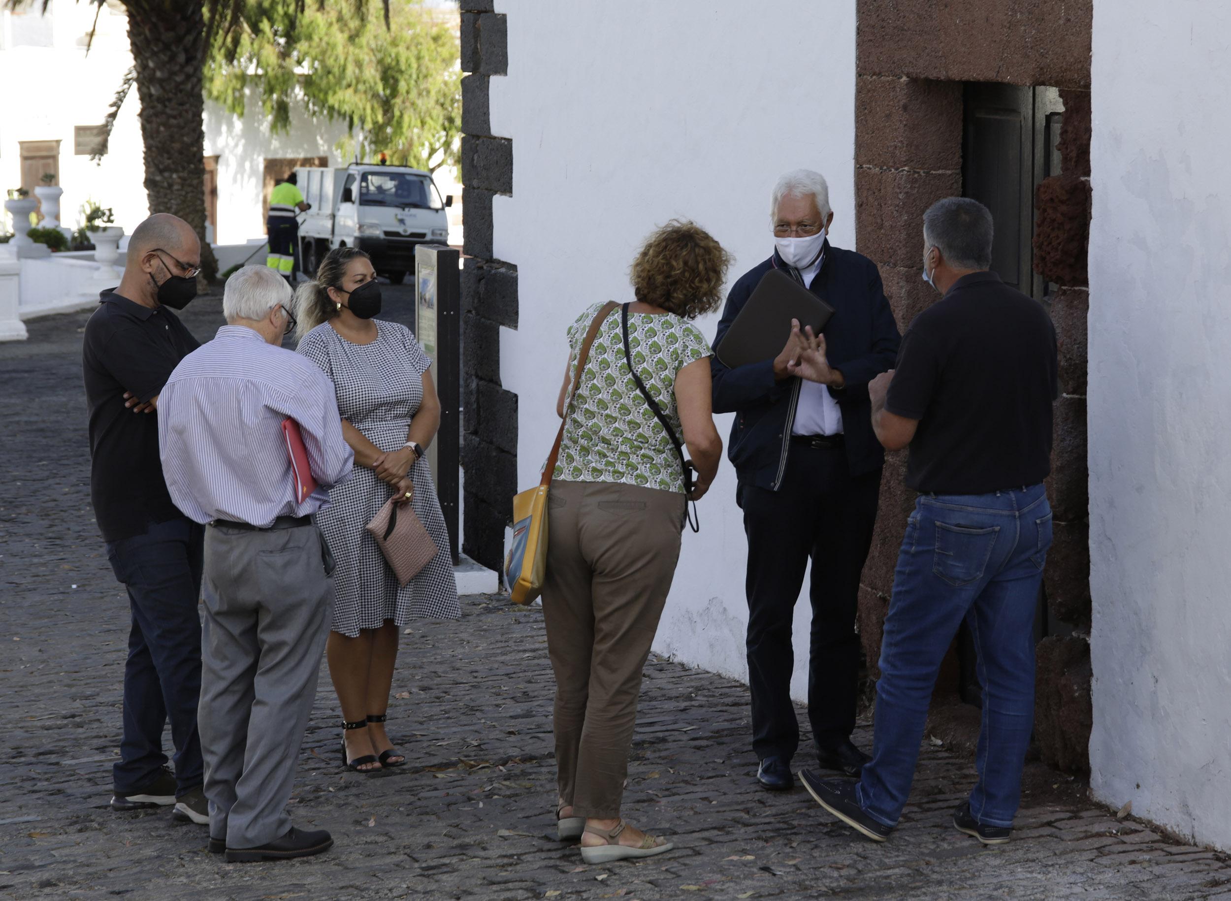 Teguise promueve un acuerdo entre instituciones públicas y la Diócesis de Canarias para conservar el patrimonio histórico de la isla