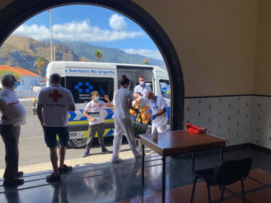 Sanidad atiende a 50 personas con movilidad reducida evacuadas de la zona afectada por la erupción de La Palma
