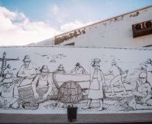 Un mural en Puerto Naos homenajea a la mujer y su trabajo en las conserveras