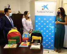 El Cabildo, la Fundación 'La Caixa' y Caixabank, entregan más de 430 kits de material escolar al alumnado más vulnerable