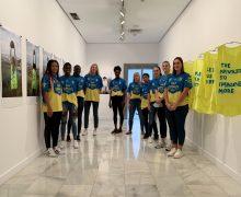 Las jugadoras del SPAR Gran Canaria visitan la exposición de Alicia Framis en el CAAM